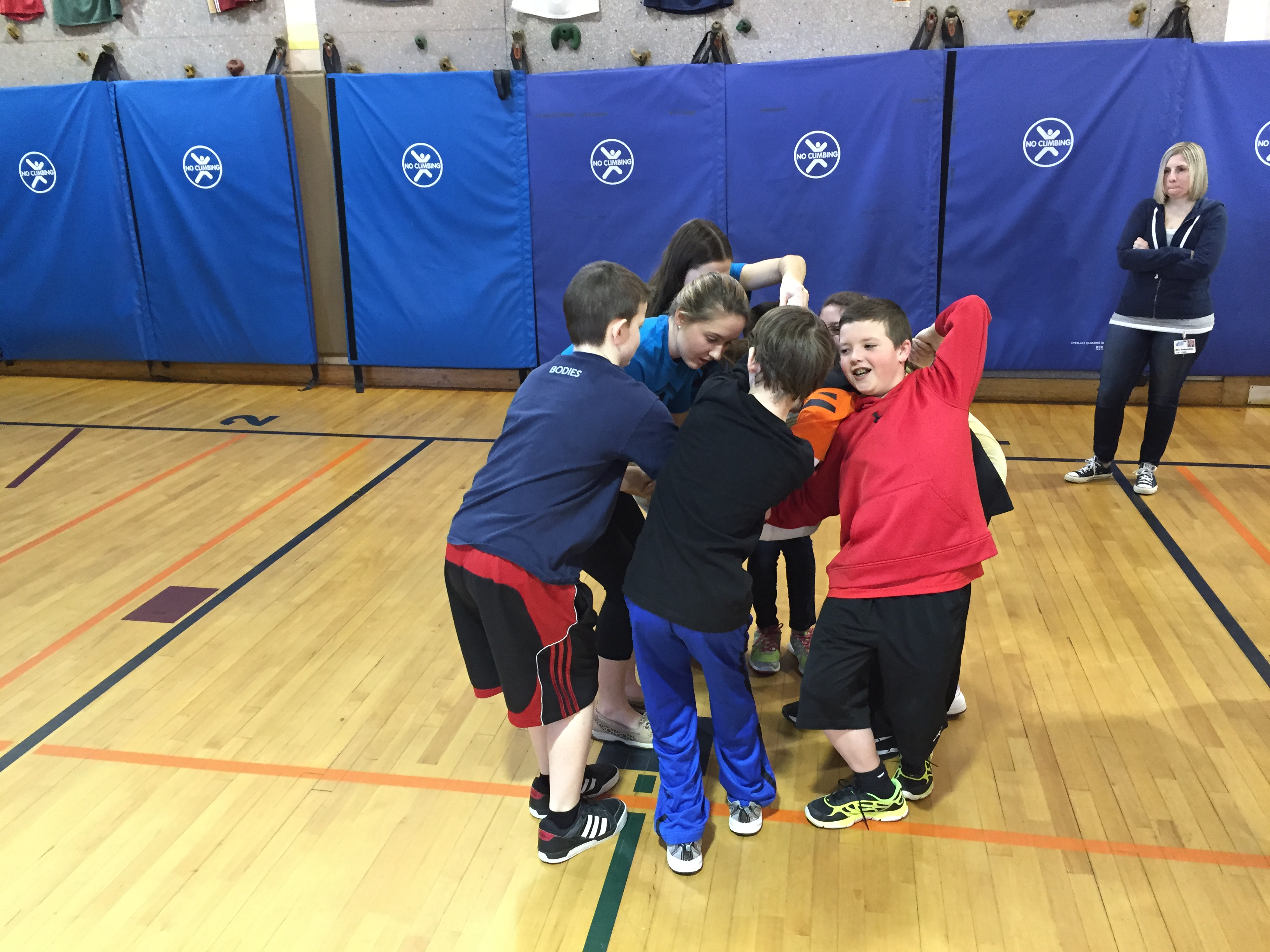 Calhoun Student Athletes and Old Mill Elementary Students Create a Human Knot